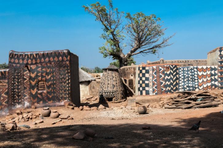 A vidámtemetőtől a zsiráfhotelig: a legszokatlanabb látványosságok szerte a világon