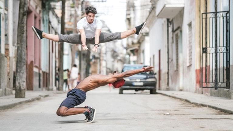 Balett-táncosok lepték el Kuba utcáit - csodás fotók