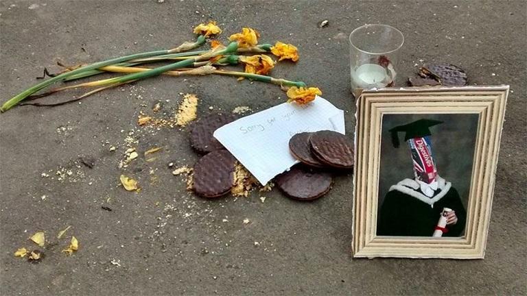 Csokis keksznek állítottak emléket az utcán - képek