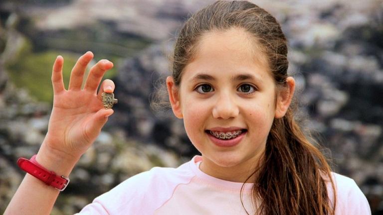 3200 éves amulettre bukkant a 12 éves kislány