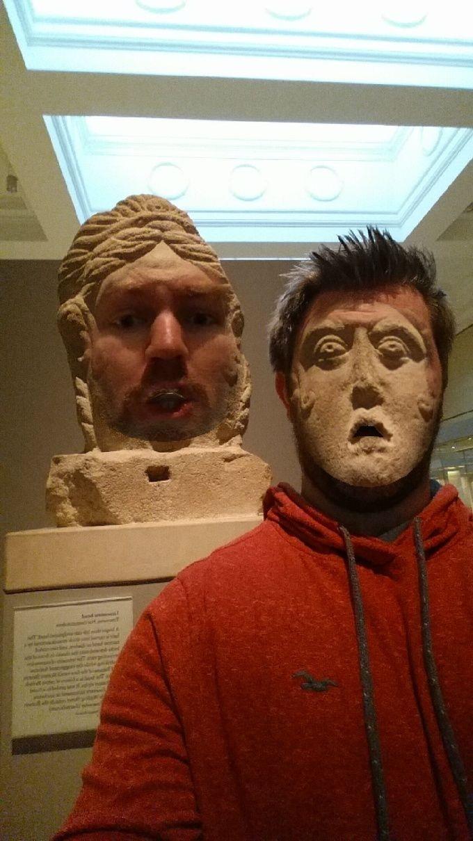 Új szintre emelete a múzeumlátogatást az arccserés applikációval ez a férfi