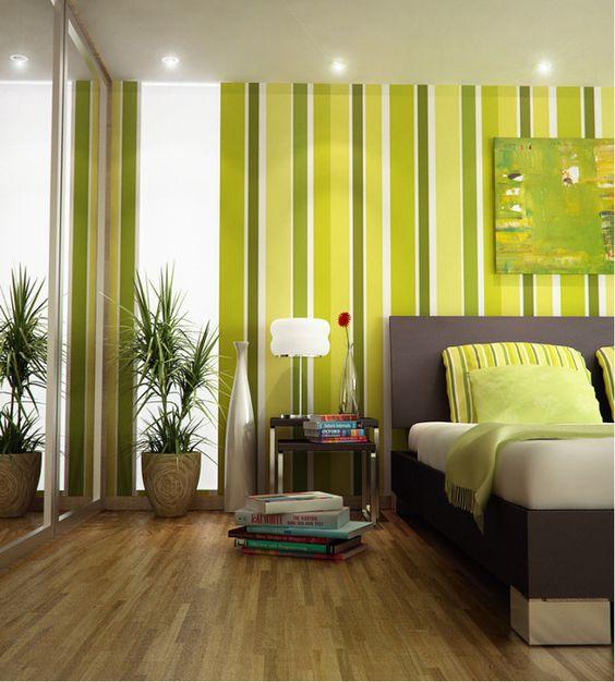 Hálóba például nagyon jól mutat ez a csíkos zöld fal. A modern, sötét bútorokhoz is jól passzol.