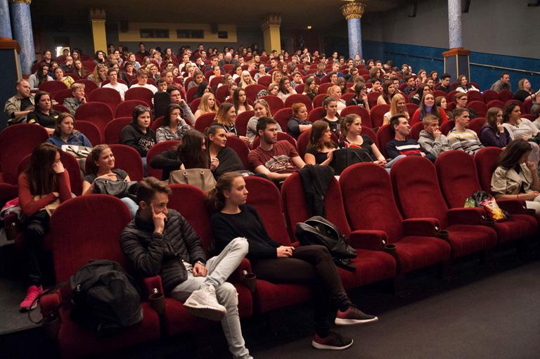 És el tetszett szállni az Oscar-díj után? – Gyerekek beszélgettek a Saul fia főszereplőjével, Röhrig Gézával