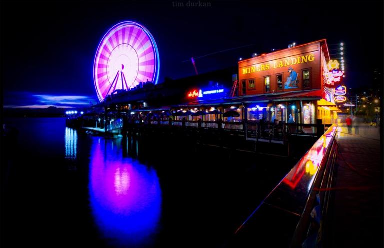 Seattle lila fényei (Fotó: Tim Durkan)
