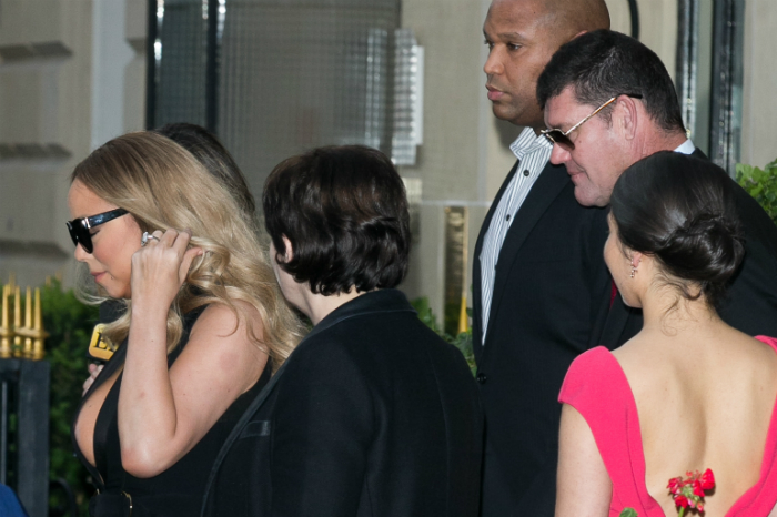 Mariah Carey melle kikandikált a ruhából