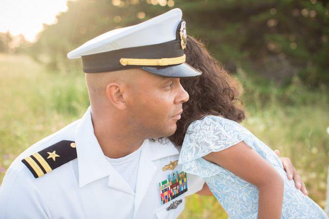 Így teáznak a katona apukák a kislányaikkal - megható fotók