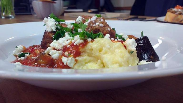 Közép-európai polenta sült zöldségekkel és darált marharaguval, Chef Watson receptje alapján (Fotó: Andersen Dávid)