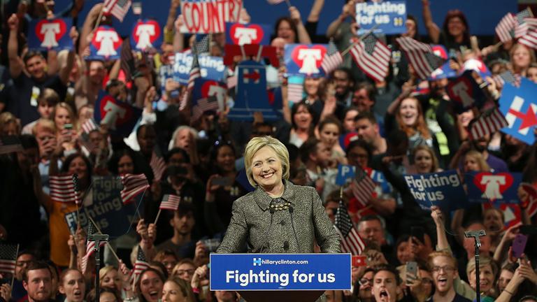 Hillary Clinton támogatói körében ünnepelte a győzelmet