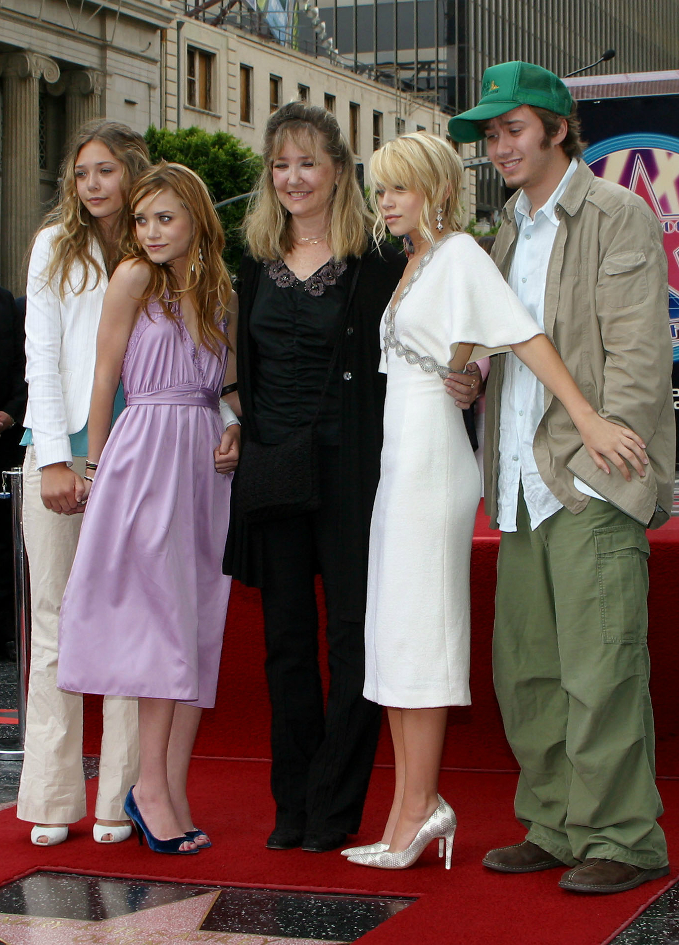 Régi kép: Elizabeth a tesvéreivel, azédesanyjukkal és a bátyjával.