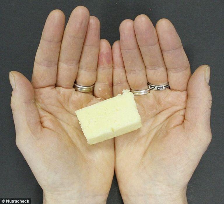 30 gramm sajt számít egy adagnak, ebből naponta háromnál nem ajánlott többet fogyasztani. 125 kalória