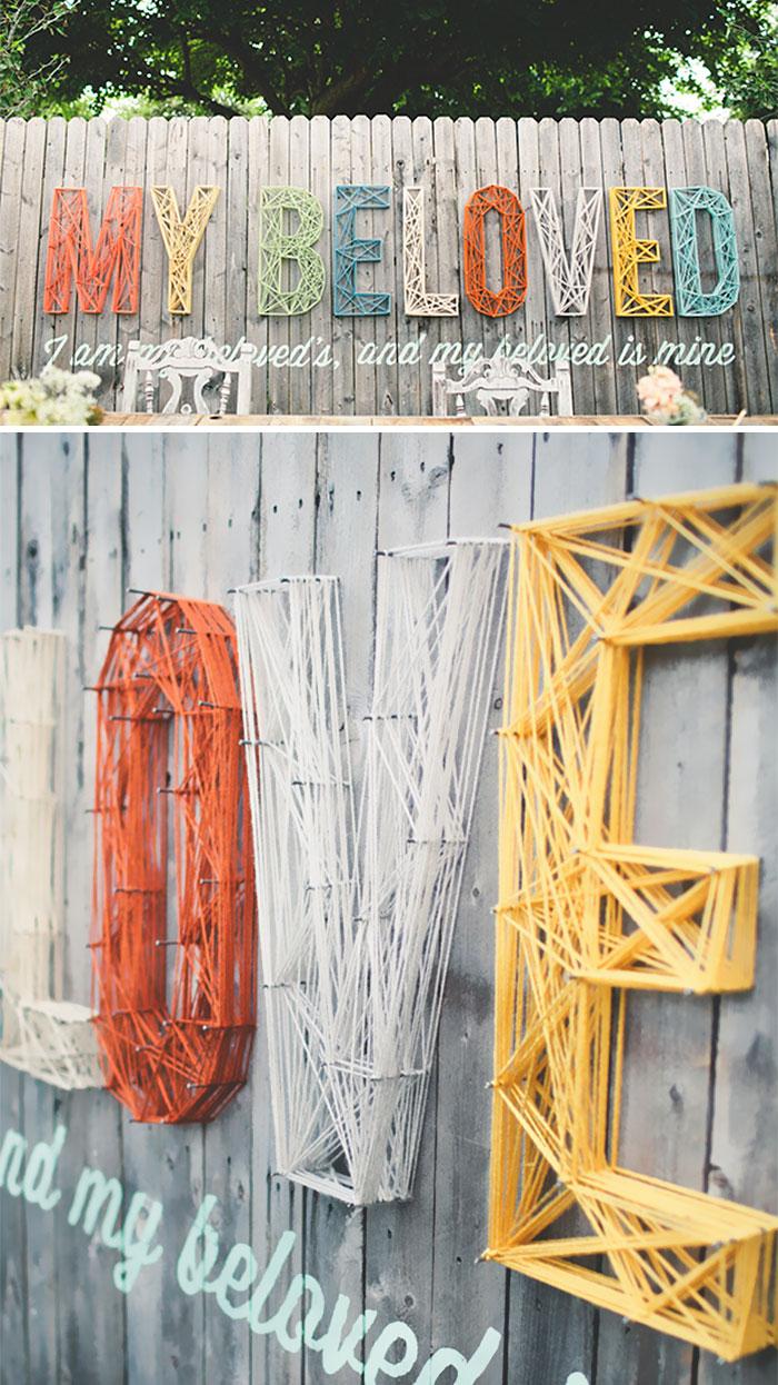 Ki mondta, hogy egy kerítés nem lehet kreatív dekorációs elem?