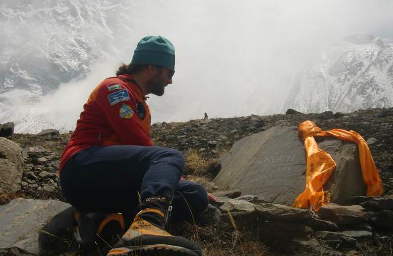 Nem ez volt az első kísérlet. 2012-ben egy magyar hegymászó, Horváth Tibor életét vesztette az Annapurnán.