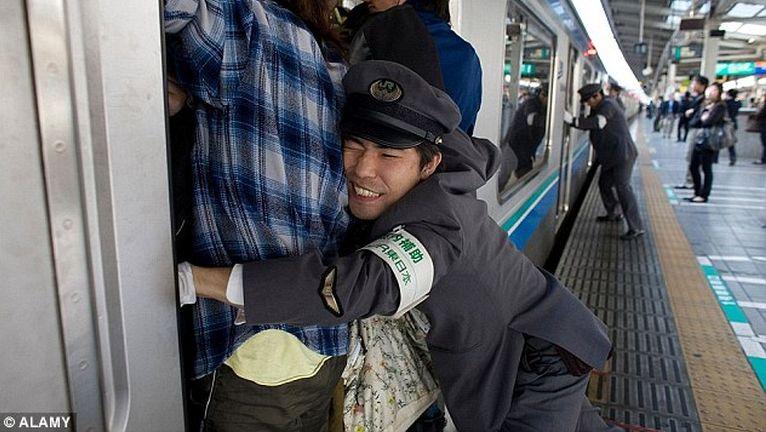 Az a csoda, hogy Japánban nem mindenki súlyos klausztofóbiás
