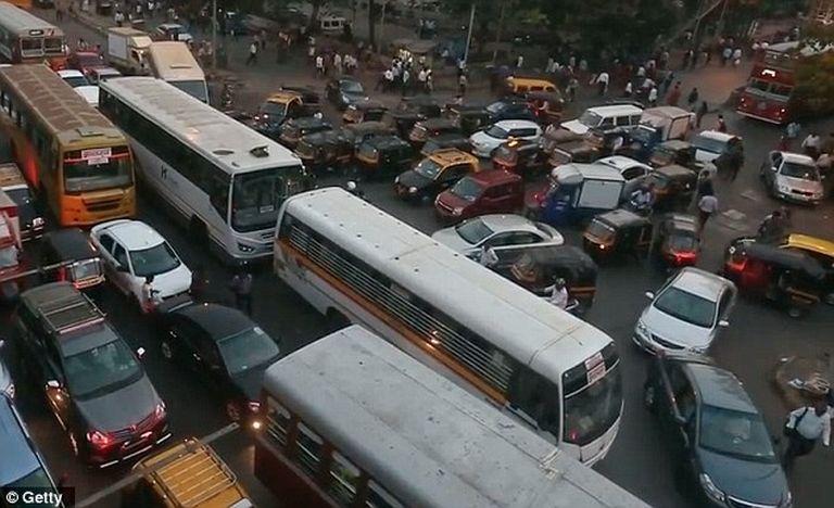 Indiában az utakon sem jobb a helyzet