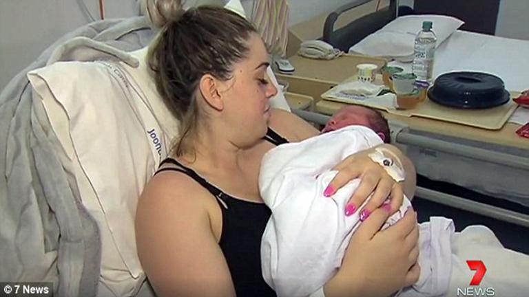 Hatkilós babát szült az ausztrál anyuka