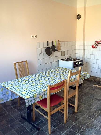 A konyha még mindig nagyon üres