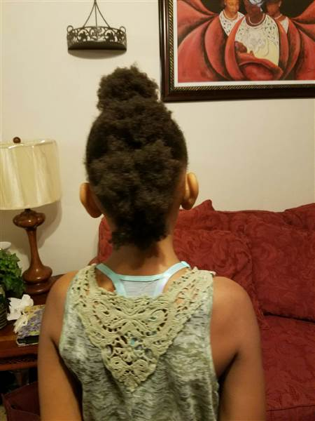 A haja miatt küldték haza az iskolából a kislányt