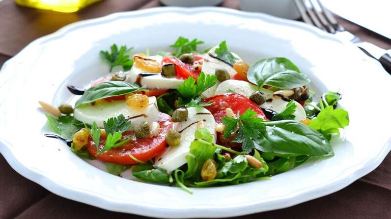 Szicíliai Caprese saláta laktózmentes mozzarellával