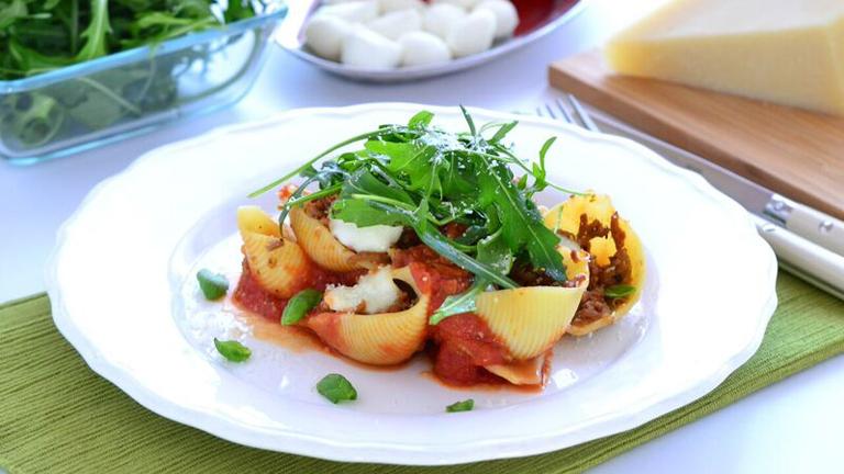 Óriás kagylótészta laktózmentes, mini mozzarellával és paradicsomos raguval