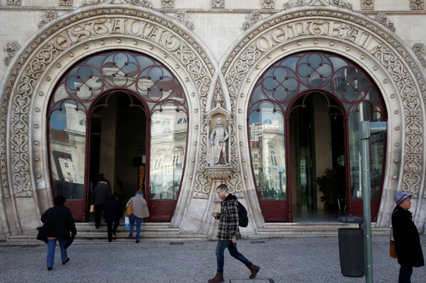Bíróság elé megy a férfi, aki szelfizés közben tett tönkre egy 126 éves szobrot