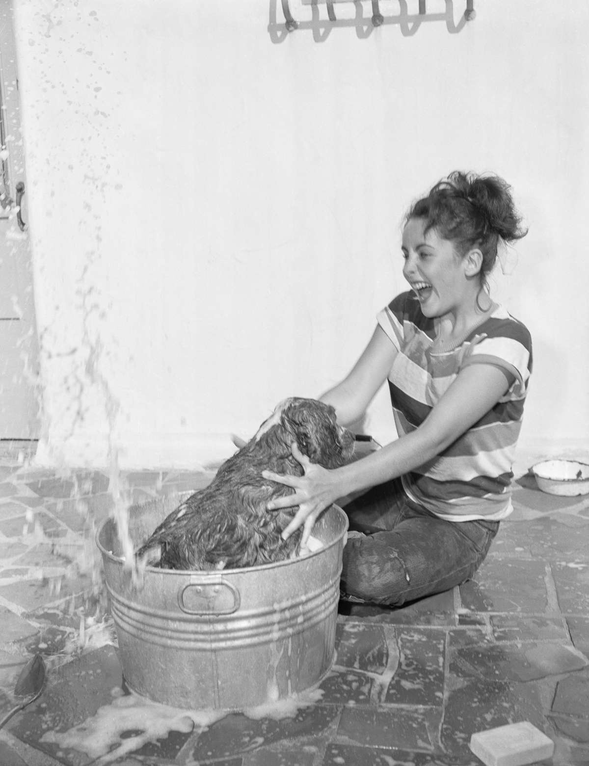 Sosem látott fotók kerültek elő a 17 éves Elizabeth Taylorról