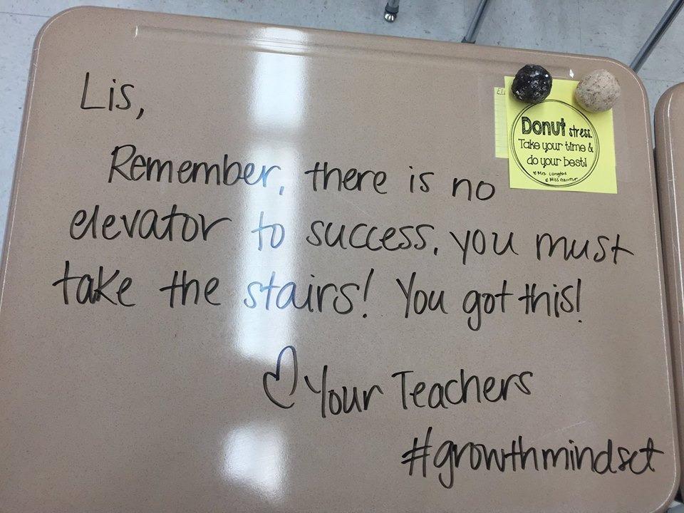 Inspiráló üzenetekkel lepte meg diákjait a tanárnő a vizsga napján