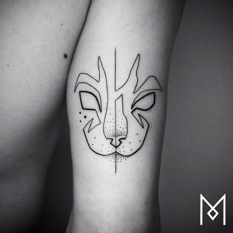 Egyetlen vonalból készít tetoválásokat