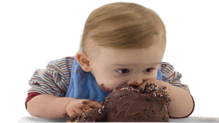 A vigaszevésre a szülő szoktatja rá a gyereket