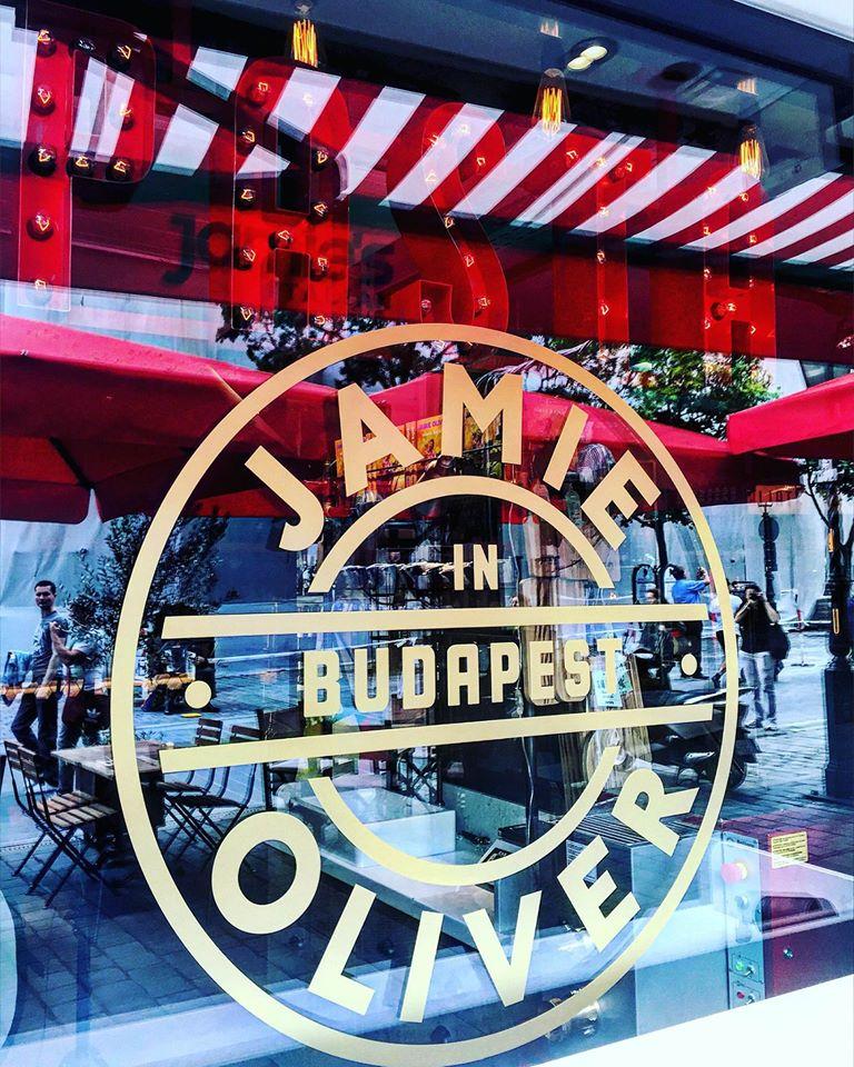 Jamie Oliver Magyarországra is betette a lábát