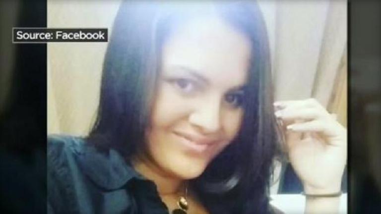 Belehalt a fenéknagyobbító műtétbe a fiatal nő