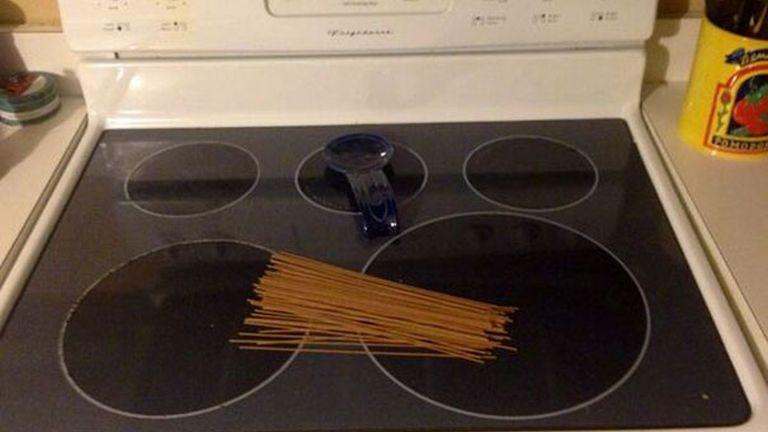 """""""Megkértem a férjemet, hogy tegyen oda a tűzhelyre egy kis spagettit, hogy el tudjam kezdeni csinálni a vacsorát, ha hazaérek."""""""
