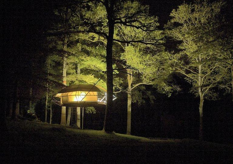 Fák közé kifeszíthető ház