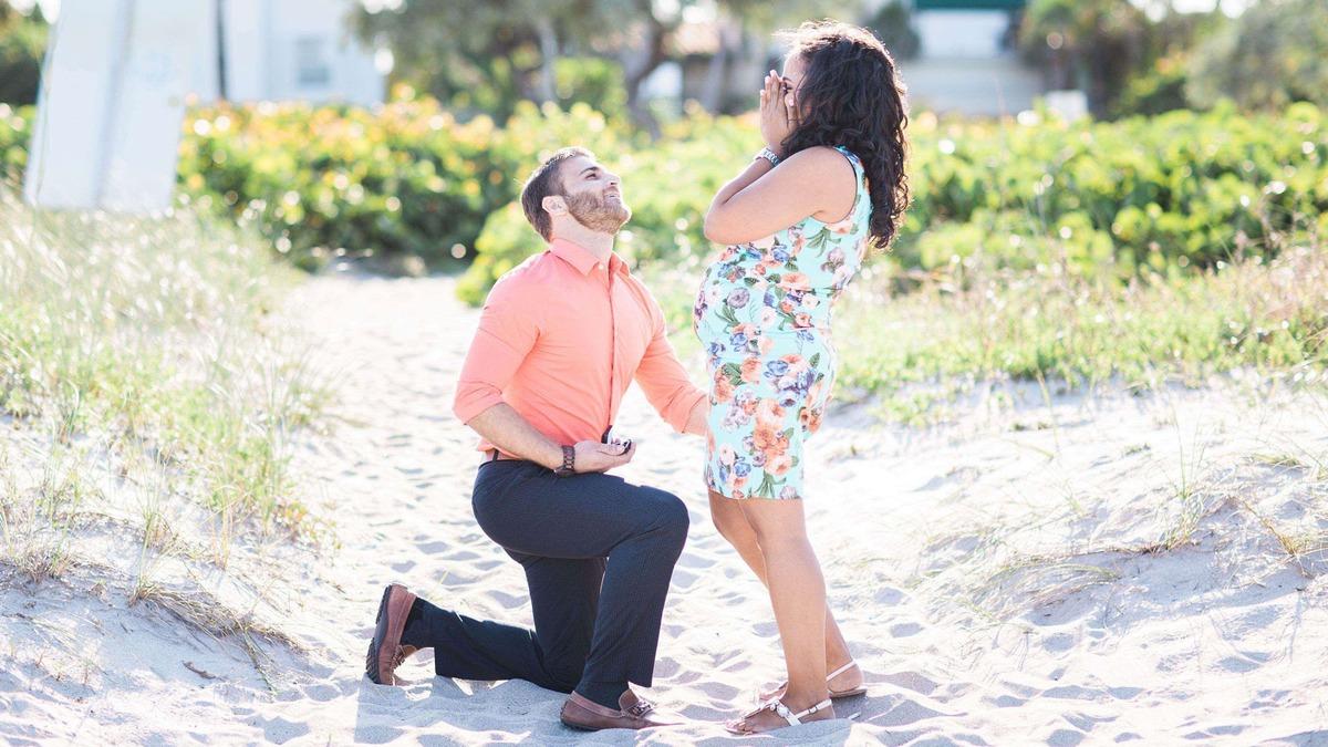 Terhesfotózáson lepte meg barátnőjét a lánykéréssel - gyönyörű fotók