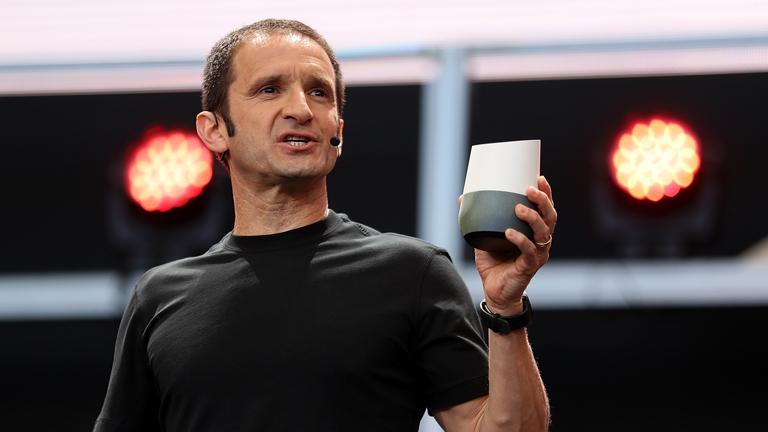 A Google termékfejlesztésért felelős alelnöke, Mario Queiroz a Google Home bemutatóján
