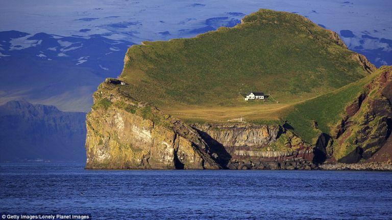 Elidaey-sziget, Izland. A szigetet 300 éven át öt család lakta, de az 1900-as évek elején elnéptelenedett. Végül egy vadásztársaság épített rajta házat.