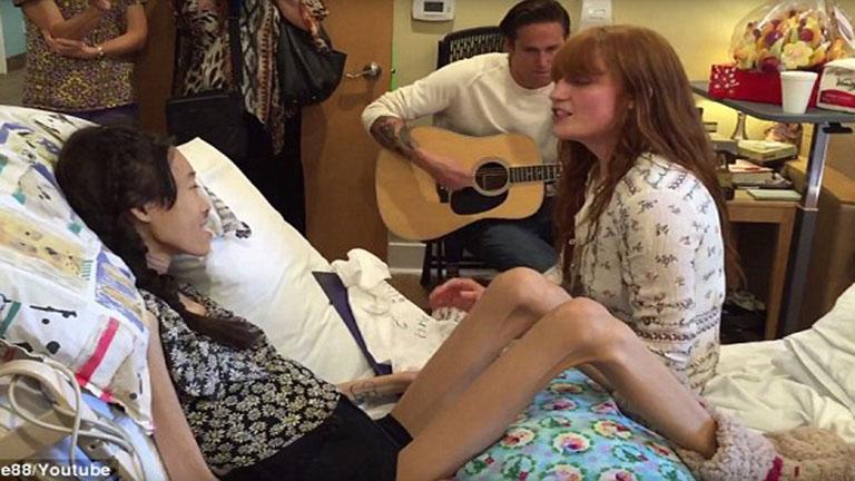Nem tudott elmenni koncertre a rákbeteg lány - a koncert jött hozzá