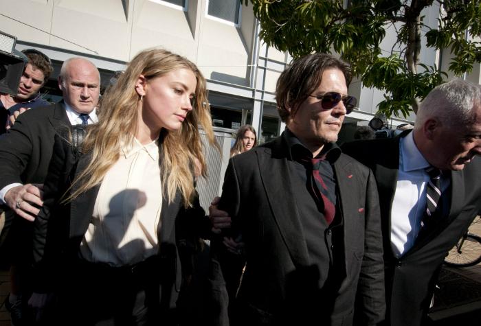 A gyászóló Johnny Deppet elhagyta a felesége