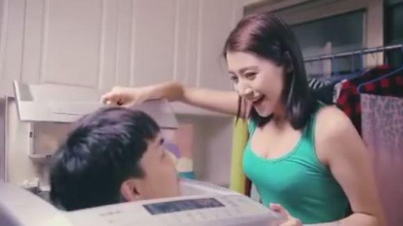 Botrányos mosószer reklám keltett felháborodást - videó