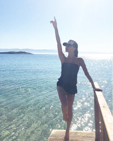 Victoria Beckham ezt viseli a strandon