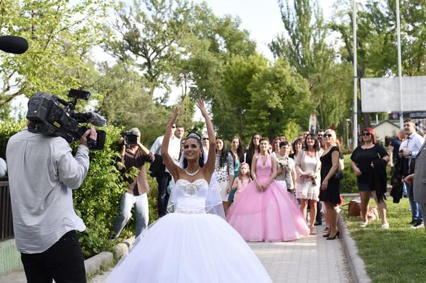 Összeházasodott a pucér valóságshow első szerelmespárja