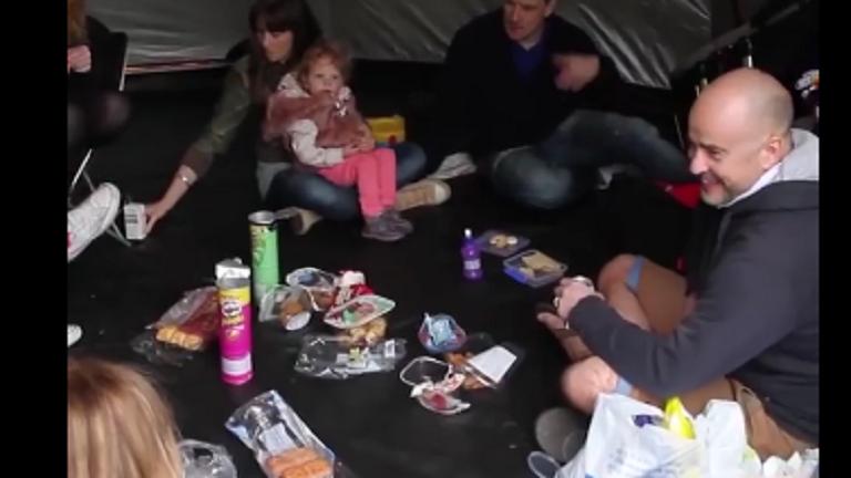 Így táborozhat együtt több család - zseniális találmányt mutatunk
