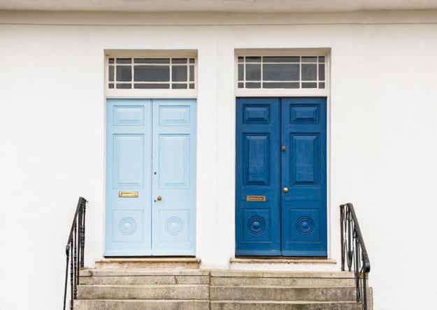 Picit lépj ki a komfortzónádból! Miért ne lehetne átfesteni a bejárati ajtód egy menő színre?