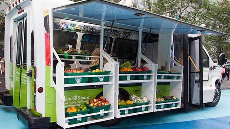 Mobil zöldségpiac segíti a szegényeket
