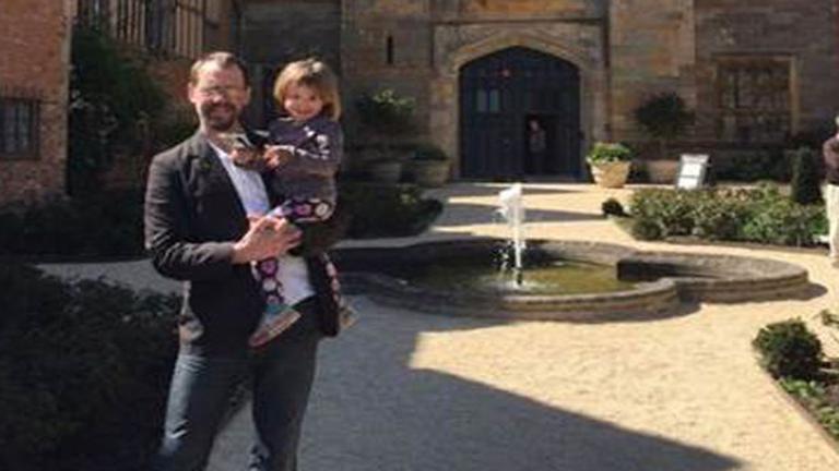 Szívszaggató képet osztott meg a gyerekét egyedül nevelő apuka