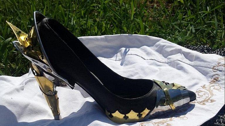 Nagy szerencse a cipőknek, ha kovács az ember fiúja!