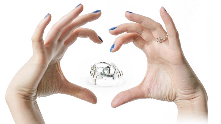 Az Accept-gyűrű az elfogadást és a szeretetet hirdeti (Fotó: acceptromania.ro)