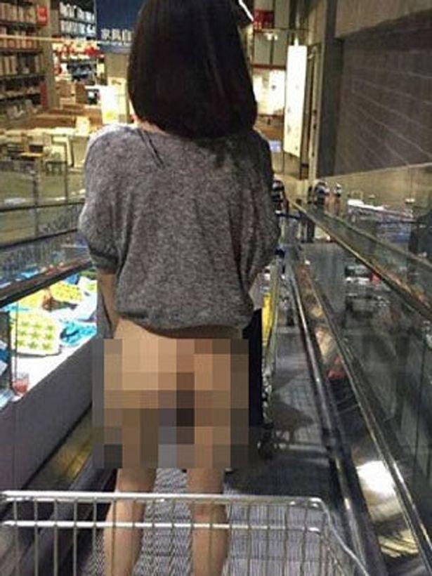 Félmeztelen nőtől bolydult fel az IKEA