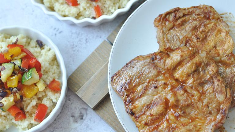BBQ tarja pikáns ketchupalappal és zöldséges kuszkusszal