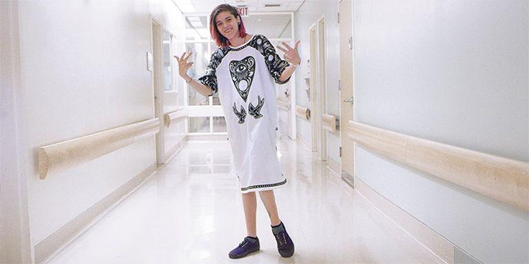 Menő kórházi ruhákat kaptak súlyosan beteg gyerekek