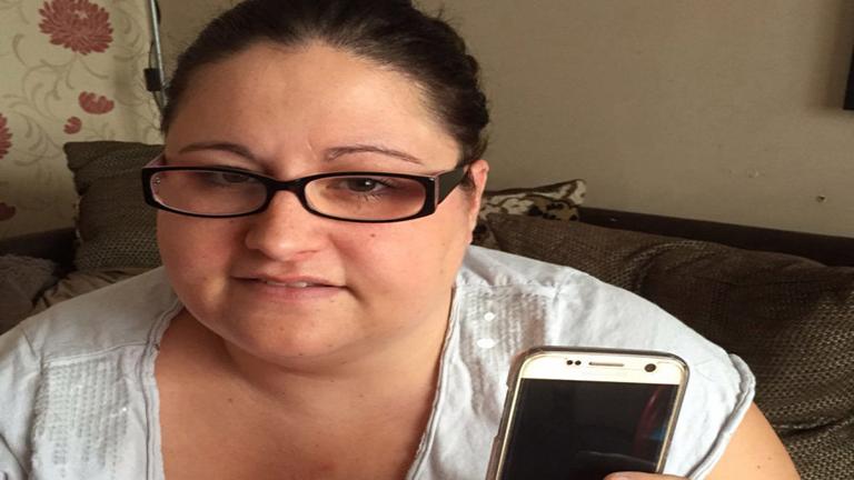 A telefonfüggő nő nem hagyja el otthonát, ha a készülék nincs legalább 60%-ra töltve